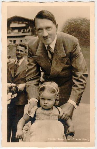 plasselb SammlerShop - Ansichtskarte 3. Reich - Adolf Hitler mit Mädchen  auf dem Obersalzberg